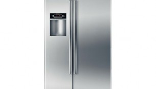 Bosch – Linea 300 Series Counter Depth Side by Side Refrigerator B22CS30SNS